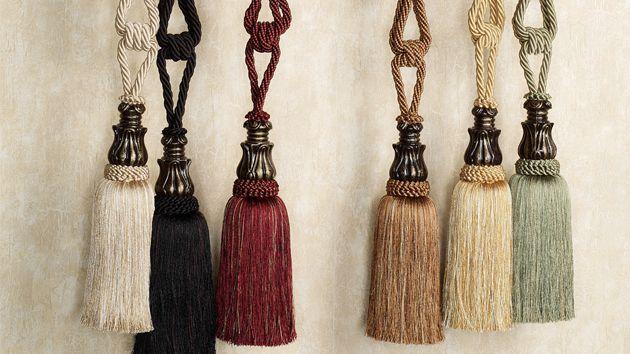 Rope tassel tieback