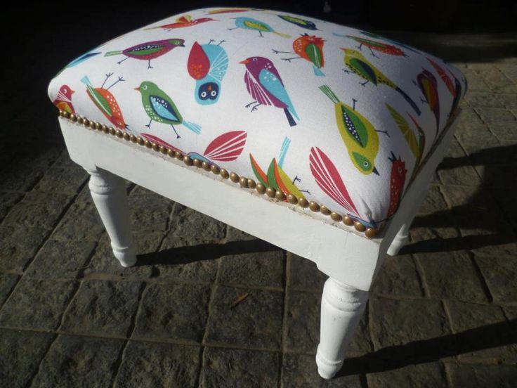 Banquito tapizado divino! tipo Luis XV, $520 en http://ofeliafeliz.com.ar www.facebook.com/hayaresca