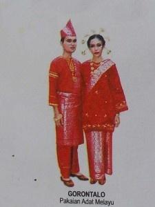 29. Traditional clothing of Gorontalo Province