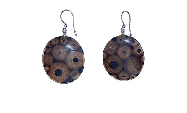 Earrings to go back to nature, made of bamboo and resin