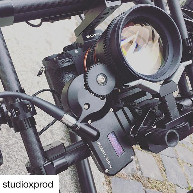 #Repost @studioxprod PDMOVIE REMOTE AIR II + A7SII + Movi Gimbal ・・・ Dat frame'! #sony #sonya7sii #pdmovie #remotelive2 #movi #gimbal #studiox #studio-x
