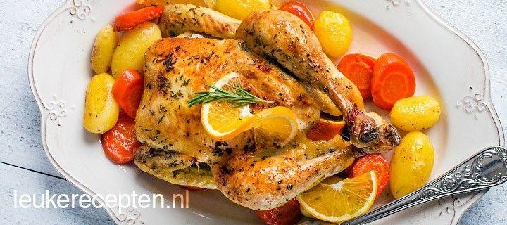 HOOFDGERECHT – 35 MIN + 75 OVENTIJD – 4 PERSONEN ** Met dit feestelijk recept voor een hele kip met sinaasappel en rozemarijn steel je de show tijdens het kerstdiner! Ingrediënten 1 hele biologische kip (ca 1,2 tot 1,5 kilo) op kamertemperatuur 1 sinaasappel 3 teentjes knoflook paar takjes verse rozemarijn peper en zout 30 …
