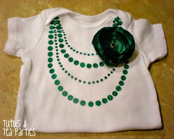 Make a Faux Necklace Onesie: Gift, Baby Clothes, Diy Onesie, Baby Girl, Necklace Onesie, Necklaces, Baby Stuff, Baby Shower