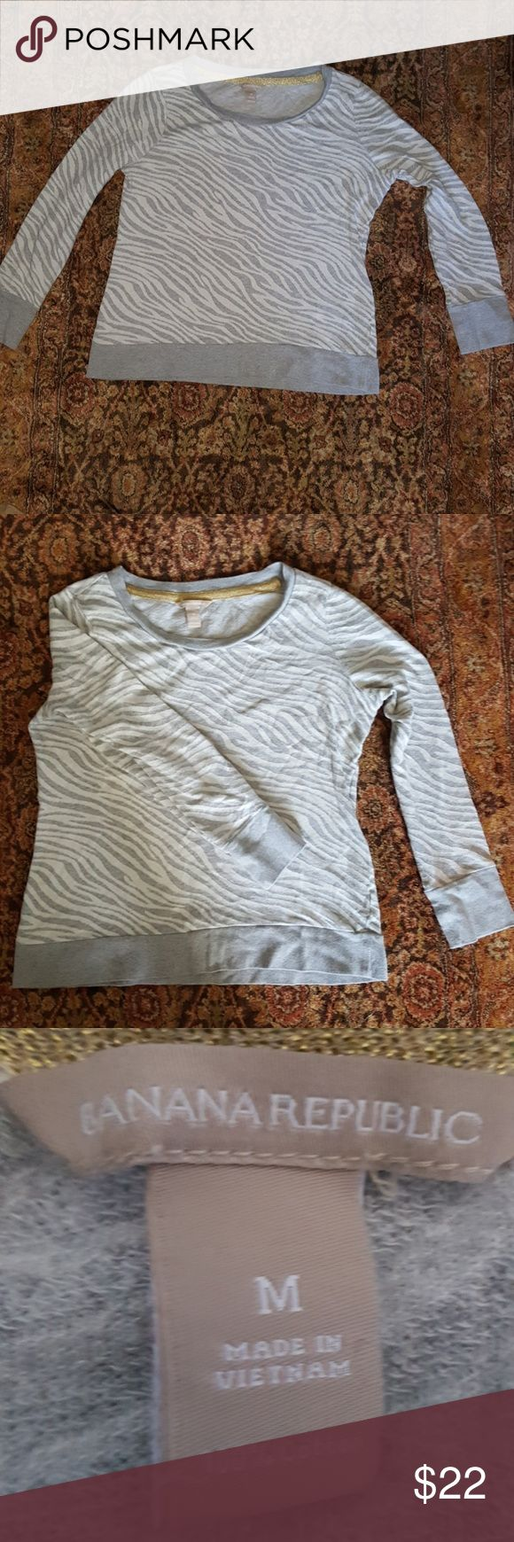 Banana Republic sweater Super soft 100% cotton gray and white zebra stripe pattern sweater by Banana Republic.  It's in really good condition and very comfortable. Banana Republic Tops Tees - Long Sleeve