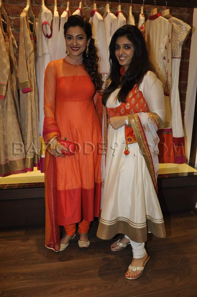 Sonam M launched her new collection and to celebrate the event ,Gauhar Khan is wearing an orange and red border Sonam M anarkali with a Bottega Venetta clutch