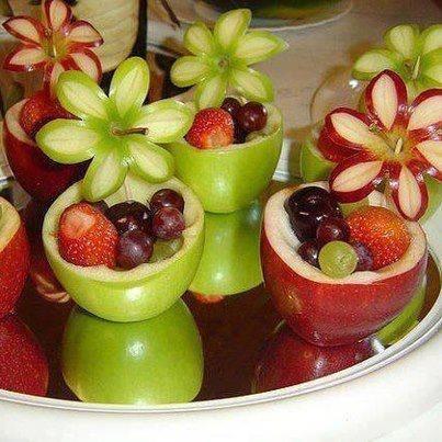 Apfelschalen mit Füllung und Apfelblumen