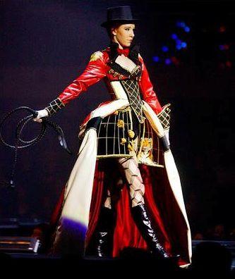 The Ring Mistress - Winner Avante Garde Section 2011 World of Wearable Art Awards.jpg 333×396 pixels