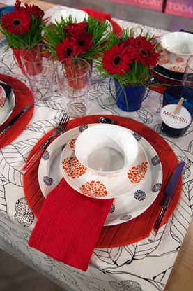 cute idea... I would do red and white stripe plate with a star plate and a cute party favor in the center