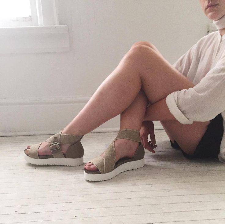 Savour the minimalist flavour. Strappy sandals // Normcore