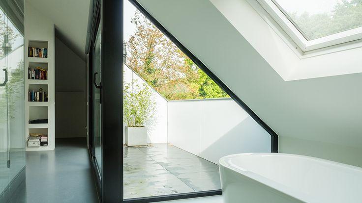 joep-van-os-architectenbureau-verbouwing-renovatie-zolder-badkamer-met-zicht-op-loggia