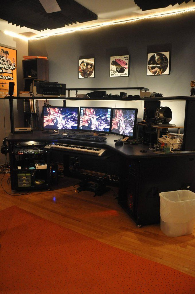 If I Ever Had Room To Dedicate To A Full Office System Love The Carpet And The Wall Colors Battlestation 2 0 Video Game Rooms Game Room Furniture Game Room