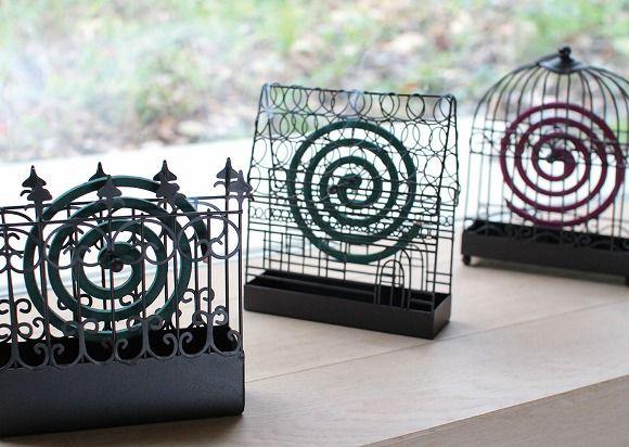 インテリアにもなるアイアン製の蚊取り器がウルトラかわいい! 使わないときも玄関に飾っておきたくなるデザインなのです♪