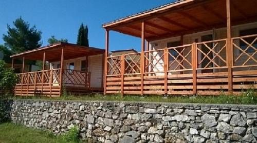 Mobile Homes Murter Jezera Featuring free WiFi and air conditioning, Mobile Homes Murter is located in Jezera, 48 km from Zadar. There is a water park on site and guests can enjoy the on-site restaurant and bar. ?ibenik is 22 km from the property.