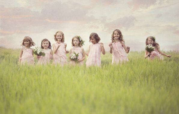 Обои картинки фото дети, девочки, поле, цветы, радость