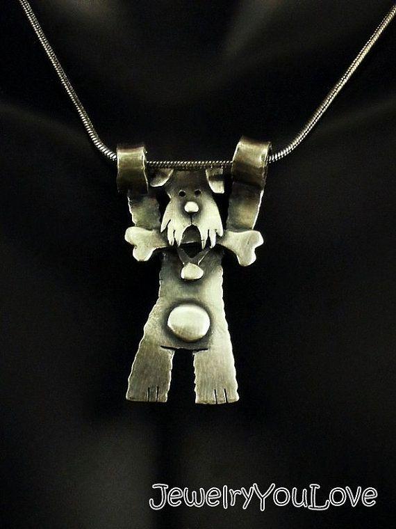 Sasha el collar de Schnauzer Este collar Hecho a la orden está conformada en.925 plata esterlina. El collar ha sido oxidado para los detalles. Mano fabricado este collar de diseño, corte, soldadura, hasta terminar. Como joyas de la naturaleza de la mano, no hay dos piezas son exactamente iguales. El producto que recibe podría ser ligeramente diferente entonces lo que se ve en la foto. Si te gusta la joyería única o usted es un amante de los animales, te encantará este collar. De diversión…