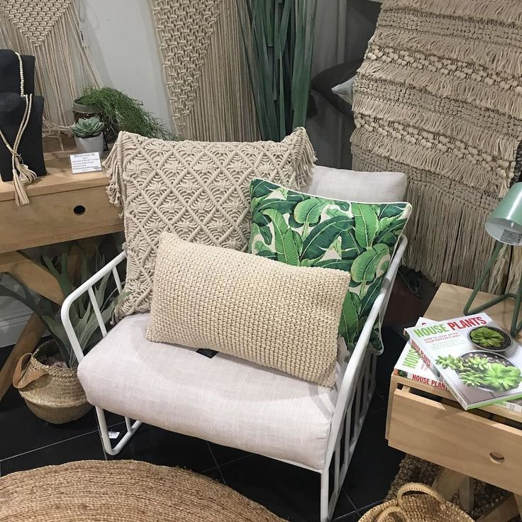 Macrame and banana palms! #macrame #texture #palms #bananapalms #cushionlover #youcanneverhavetwomanycusions #shutthefrontdoorstore