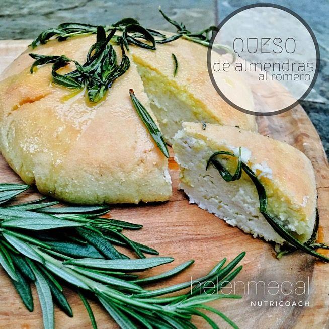 Este queso de almendras al romero es un GRAN descubrimiento. Podrías jurar que es un queso convencional. No solo lo digo yo, lo he dado a probar en cursos, comidas y fiestas. ¡Siempre un ÉXITO!