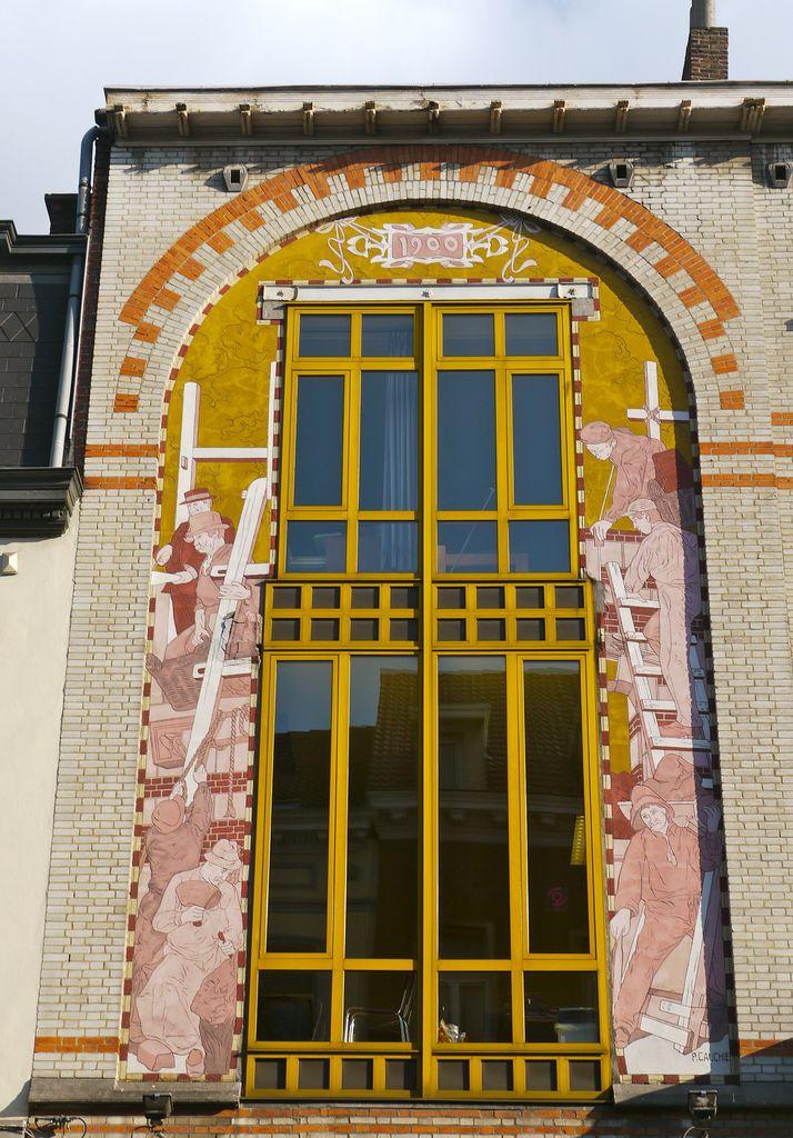 Кирпичный коттедж пестрого цвета в ардеко стиле