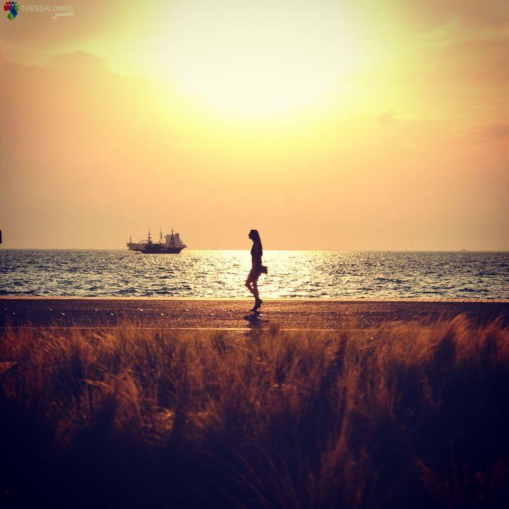 Απογευματινή βόλτα στη Νέα Παραλία Θεσσαλονίκης
