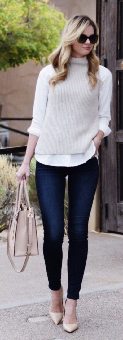 Beige Knit / White Shirt / Navy Skinny Jeans / Beige Pumps