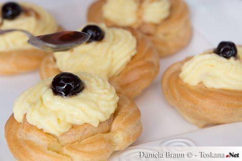 Zeppole di San Giuseppe sind köstliche, mit Vanillecreme gefüllte Brandteigkrapfen, die mit einer Amarenakirsche dekoriert wurden. Das Originalrezept...