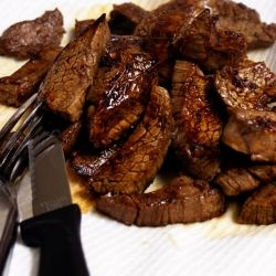 Steak Marinad Ingredients: 1-1.5 lb flank steak, salt and pepper for seasoning, 1/2 cup soy sauce, 1/2 cup red wine vinegar,