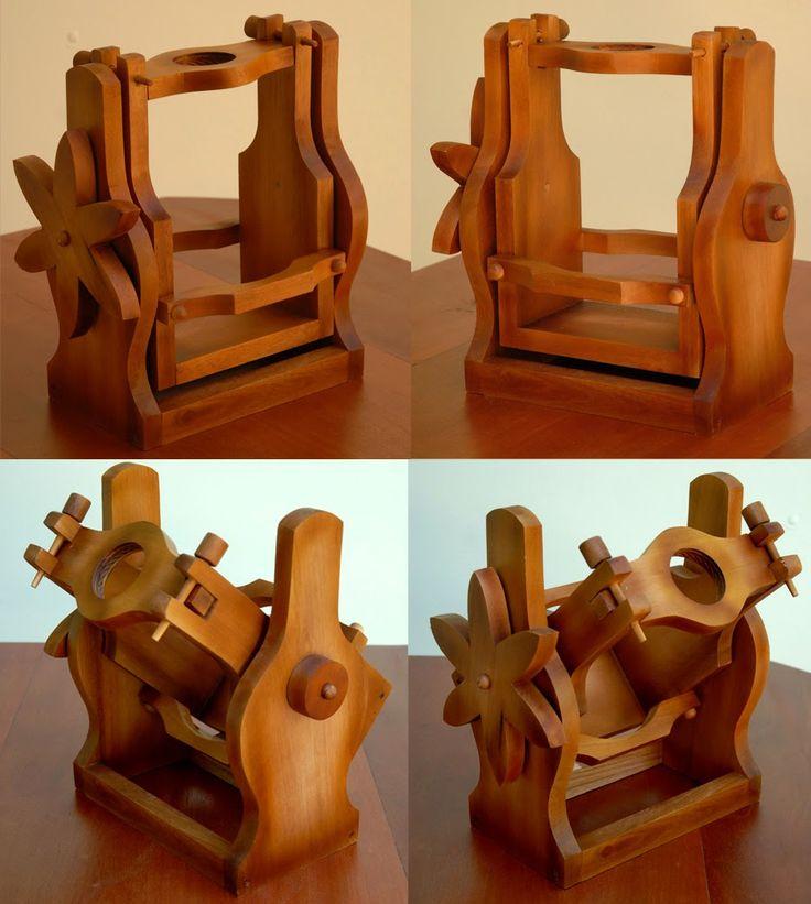 Novo modelo de Suporte para Garrafão de Vinho desenvolvido pela ARTEZZINI.   Confeccionado em Madeira Maciça, este suporte torna muito prát...