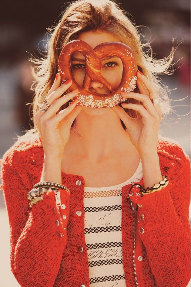 pretzel me: Guys Aroch, Karlie Kloss, Vs Models, Big Apples, Life Mottos, Free People, Carboxylic Block, Weird Pictures, Soft Pretzels