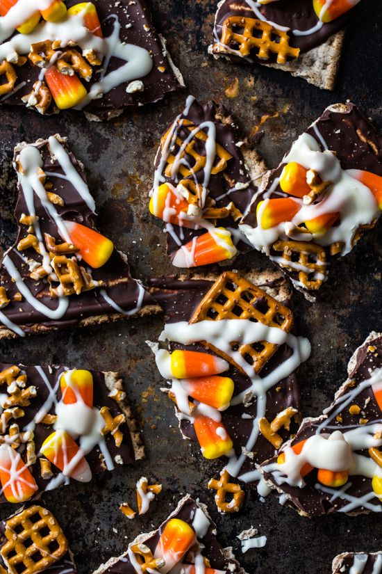 Candy Corn Halloween Bark via @Emily Schoenfeld Schoenfeld {Jelly Toast}Jelly Toast, Jelly Candies, Halloween Candies, Candies Corn, Candy Corn, Candycorn, Halloween Treats, Colors Candies, Corn Bark