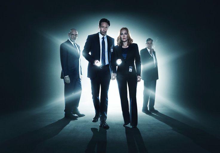A Fox liberou duas novas imagens de divulgação com o elenco principalda minissérie com seis episódios de Arquivo X, que estreia nos EUA dia24 de janeiro de 2016 e que destacam Fox Mulder (David D...