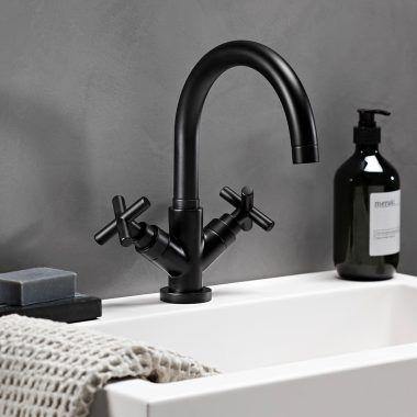 vtwonen baden Ontdek bij ons de vtwonen baden collectie! Na het succes van de vtwonen tegels by Douglas & Jones, nu ook een prachtige complete badkamer collectie van vtwonen baden. vtwonen badkamer meubels Met de meubelcollectie van vtwonen baden breng je eenvoudig de sfeer aan die bij jou past. vtwonen baden heeft twee complete designlijnen: …