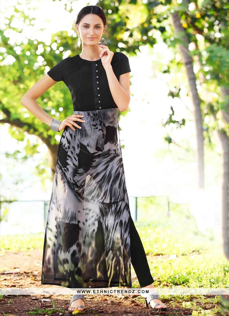 Look sensationally awesome in this black georgette party wear kurti. This ravishing attire is amazingly embroidered with print work. (Slight variation…
