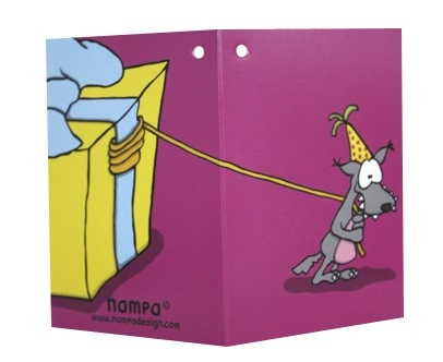 Susi ja maxilahja Kaksiosainen kortti, jossa kuva etu- ja takapuolella. Kortissa ei tekstiä vaan voit itse kirjoittaa haluamasi viestin.