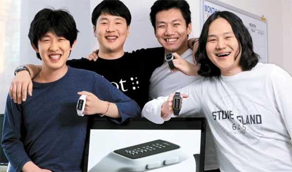 Hemos oído mucho sobre los #smartwatch, pero este llamado #Dot es algo novedoso hecho especialmente para personas #invidentes. #Tecnolatinos http://www.tecnolatinos.com/dot-reloj-inteligente-para-personas-invidentes/