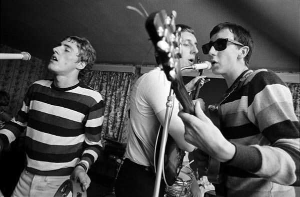 The High Numbers playing at the Railway Hotel in Wealdstone, 1964. They look kinda familiar.....