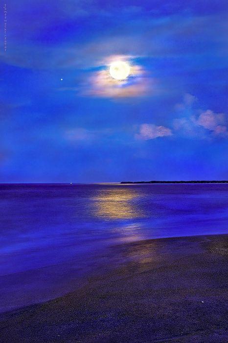 Vilano Beach Moon and Jupiter Rising (via JamesWatkins)