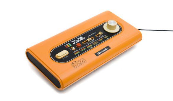 """En 1979 se lanzó el """"Color TV Game Block Breaker"""", se trataba de una consola para un jugador, la cual incluía una versión del """"Block Breaker"""", uno de los juegos arcade de Nintendo basados en el """"Breakout"""" de Atari. Como el Color TV Game 6, la barra era controlada por un dial situado en la misma consola."""