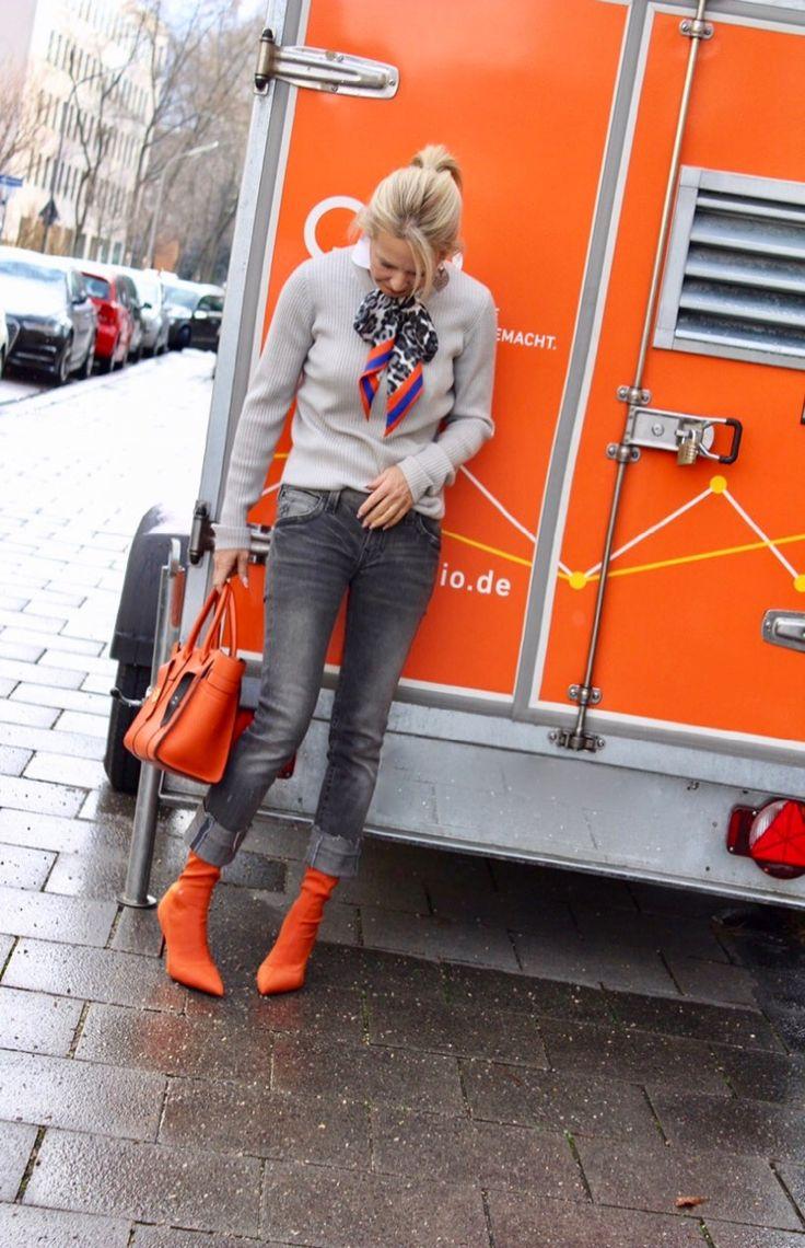 Streetstyle… orange and gray… Satin Stiefeletten in orange von Mango… Tasc… – Schokoladenjahre by Bibi Horst