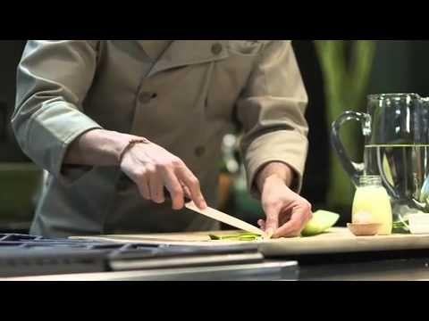 Rollitos de pollo rellenos con salsa de poblano — Chef Oropeza