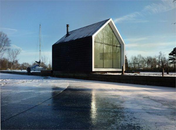 Two-faced cottage on Loosdrechtse lake