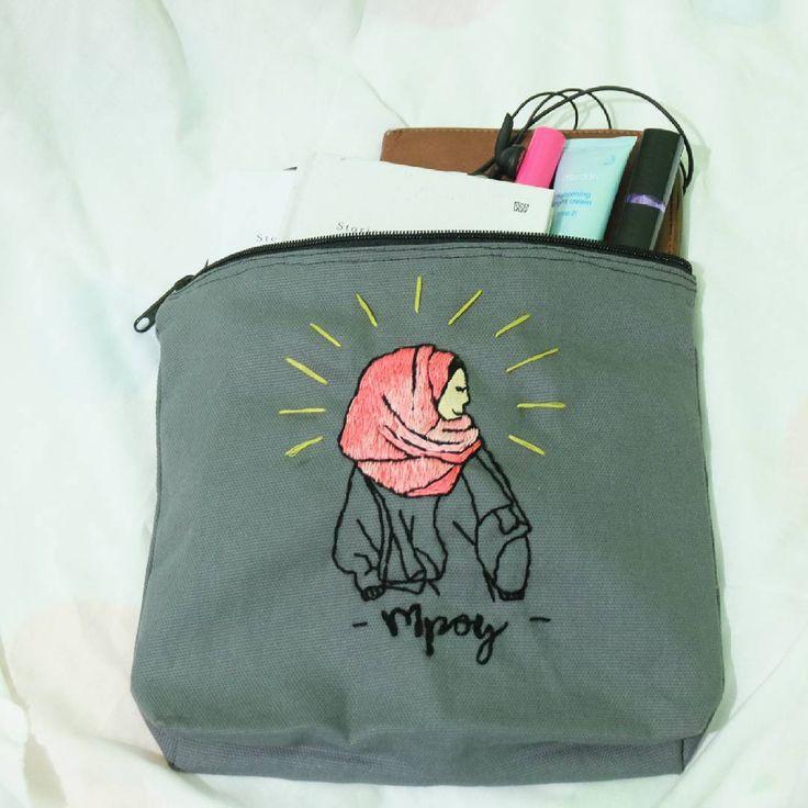 "#custompouch #pouch #souvenirbandung #customgift #customkado #zipperbag #clutch #pouchbandung #wisuda #ulangtahun #kado 10 Likes, 1 Comments - Peek A Boo (@peekaboo.craft) on Instagram: ""NEW POUCH!! , , . details : - ukuran 25cm x 20cm x 4cm - material kain canvas - ada kain furing di…"""