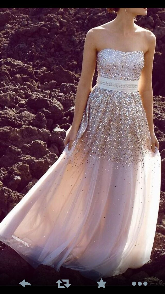 I'm in love with this dress. Now I just need to find it.