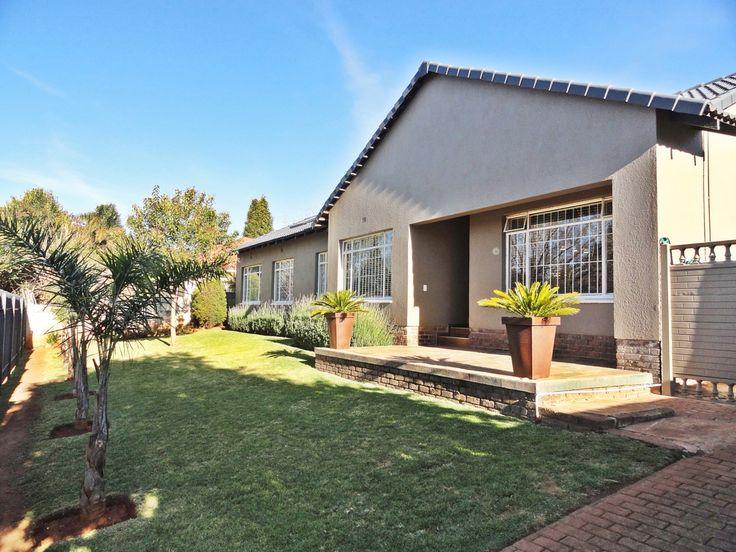 Family house in Breaunanda, Krugersdorp .....