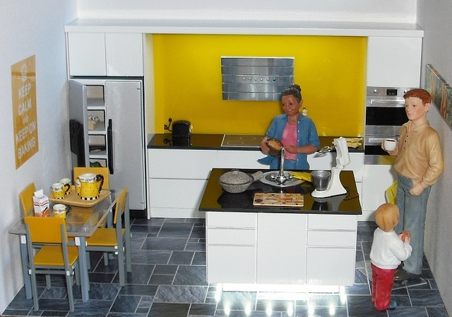"""1:12 kitchen in black and white My latest kitchen (come and see it on our stand at Miniatura on 22/23rd Sept) in white hi-gloss with black """"glass"""" worktops and bright yellow splashbacks, featuring new LED lighting under the island and over the back units."""