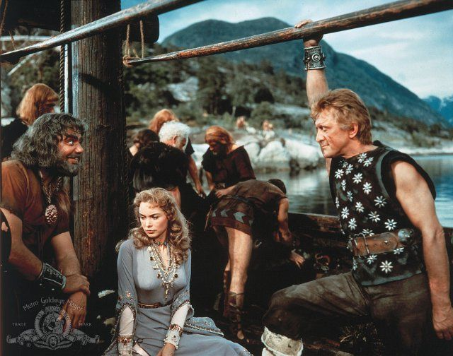 Still of Kirk Douglas, Ernest Borgnine and Janet Leigh in The Vikings