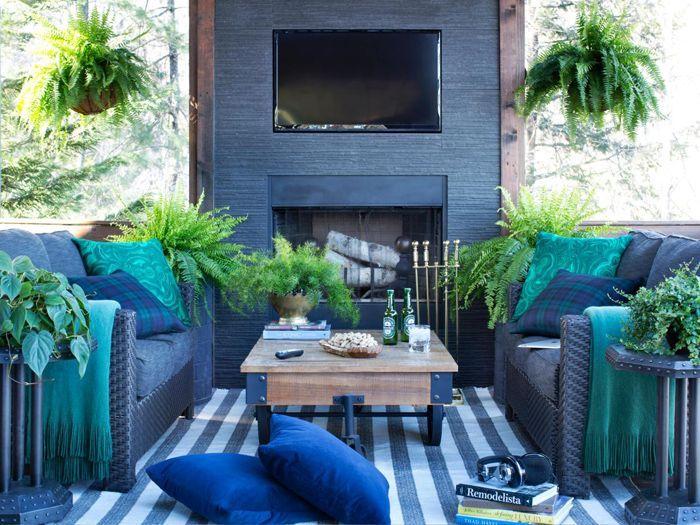 Американский стиль в интерьере (58 фото): наполняем дом духом свободы http://happymodern.ru/amerikanskij-stil-v-interere-58-foto-napolnyaem-dom-duxom-svobody/ Мебель яркого сочного синего цвета в гостиной