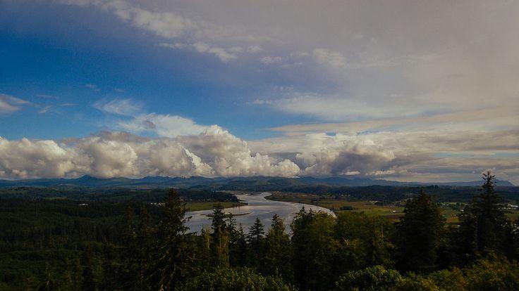 Vous rêvez des grands espaces américains… Vous vous voyez déjà embarqué dans un roadtrip d'exception sur les plus belles routes des States, traversant le désert et des forêts aux arbres gigantesques, longeant l'océan. Vous avez peut-être pensé à la Californie ou la Floride, mais avez-vous considéré l'Oregon ? Si vous êtes un lecteur régulier de ce blog, vous savez peut-être déjà que nous sommes littéralement tombés amoureux d'un morceau de la côte ouest américaine nommé Oregon. L'Oregon…