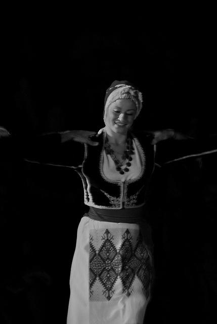 Greek traditional dance (36) by Thalia Nouarou, Cretan Dancer via Flickr