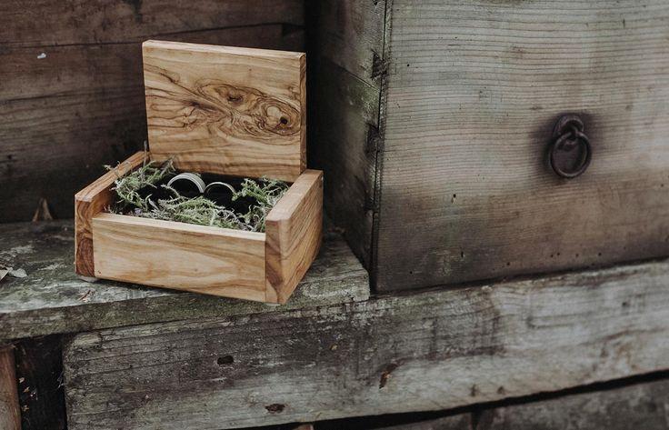Vertrauen  Wedding Rings dekoration boho wedding engagement wood vintage style
