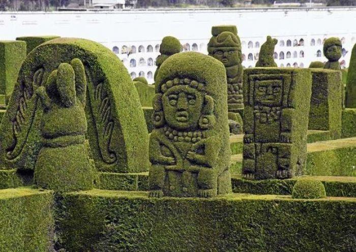 El Cementerio de Tulcán está ubicado en la ciudad de Tulcán en el Ecuador.